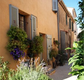 Saint-Tropez little streets